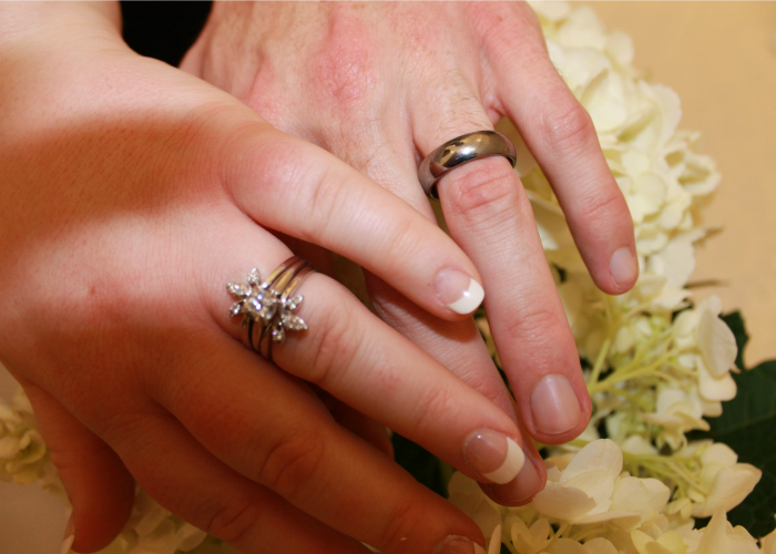 4 Ways to Save Money on Wedding Rings